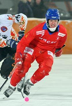 Игрок красноярского хоккейного клуба «Енисей» Ломанов (младший) Сергей Сергеевич