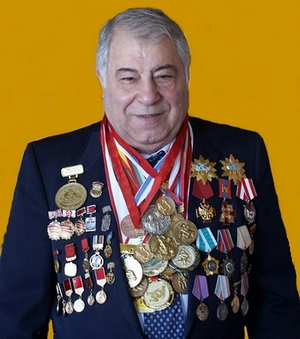 Тренер по борьбе высшей категории, почетный гражданин Красноярска Миндиашвили Дмитрий Георгиевич