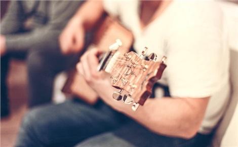 Гитарник