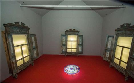 Экскурсия по биеннале «Мир и мiръ»
