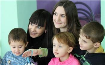 Подарки детям отмолодежи ЭХЗ