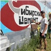 Школьники разрисовали забор «Красноярского цемента» яркими граффити