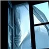 Изокна красноярской высотки выпала женщина