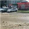 Из-за коммунальной аварии вКрасноярске затопило проспект Металлургов (видео)