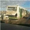 НаОктябрьском мосту Красноярска иномарка въехала вавтобус, есть пострадавшие