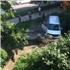 Иномарка врезалась в стену в центре Красноярска