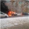 ВОктябрьском районе Красноярска сгорели две машины