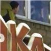 Храбрый красноярец «спас» стоящего наподоконнике ребенка (видео)
