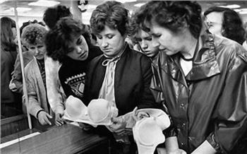 «Жене пришлось шить ребенку шубу»: как одевались вСССР