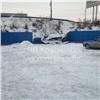 Красноярская автоледи снесла забор иопрокинула машину