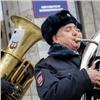 Полицейские удивили красноярцев неожиданными концертами вцентре города (видео)