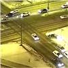 Водитель иномарки на9Мая пролетел между двух машин иврезался всугроб (видео)