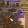 «Ктакому ветру оказались неготовы»: Вьюга повалила новогоднюю ёлку вКрасноярске
