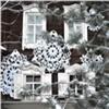 Красноярскую усадьбу Сурикова украсили гигантскими вязаными снежинками
