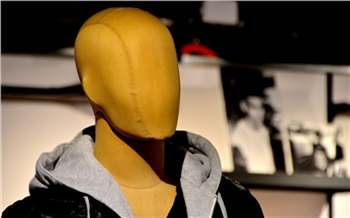 «Воруют инаркоманы, ишкольники»: как работают магазины одежды вКрасноярске