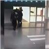 Разбойник сножом ранил посетительницу красноярского ТРЦ (видео)