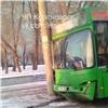 ВКрасноярске маршрутка протаранила столб, пострадали пассажиры