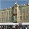 Много лет закрытое сеткой здание красноярского почтамта всеже отреставрируют