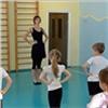 Красноярская балерина учит детсадовцев танцам ифигурному катанию
