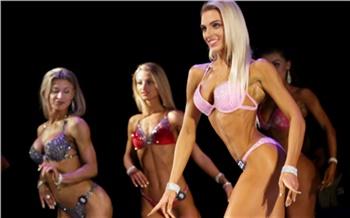 Фоторепортаж: Торсы, мышцы ицветные бикини