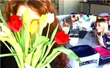 Букетики, енотики ибутербродики: что красноярцы дарят любимым на8марта