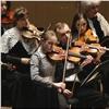 Юные скрипачки сыграли для красноярцев вместе соркестром