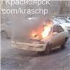 Иномарка сгорела вкрасноярском дворе, пока водитель спал (видео)