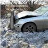 Слетевший сдороги «Мерседес» прицельно врезался водинокий бетонный блок