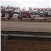 «Будут стоять, пока есть терпение иденьги»: дальнобойщики бастуют под Красноярском