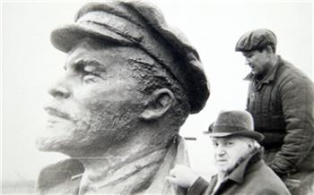 «Лучший Ленин в СССР»: фотоистория опамятниках Ильичу вКрасноярске