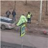 Иномарка разворотила пешеходные ограждения вЗеленой Роще