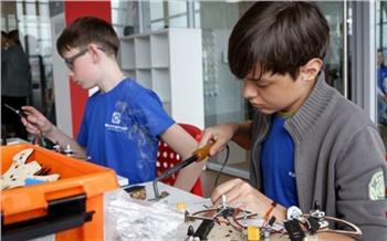 Дети, роботы идроны: как открывали технопарк «Кванториум»