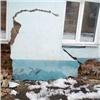 ВКрасноярске развалилась стена дома, который мэрия непризнает аварийным