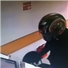Лжемотоциклист сненастоящей кислотой ограбил два офиса микрозаймов (видео)