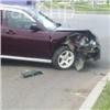 Выехавшая накрасный Lada Priora протаранила иномарку, водитель скрылся