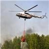Два вертолета ипожарный поезд тушат горящие штабеля леса под Минусинском
