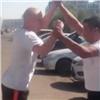 Красноярские маршрутчики устроили драку сматами (видео)