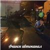 «Подкатили кдевчонкам»: вАчинске Lada Priora въехала накрыше вцветочный павильон