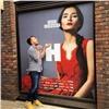 Красноярцев привела ввосторг огромная фотография землячки вцентре Лондона
