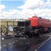 «Взрыва недопустили»: награнице Красноярского края иХакасии сгорел бензовоз