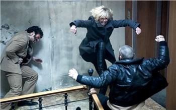 Опасная блондинка иКолин Фаррел в«малиннике»: кино навыходных