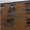 Жильцов аварийного дома вМинусинске заставляют ремонтировать его засвой счет