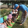 Красноярские дошкольники занимаются физкультурой босиком