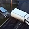 Пьяный водитель «Хонды» врезался вгрузовик ипродолжил ехать заним (видео)