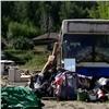 «Устроили беззаконие»: пенсионер вместе с6-летней дочерью намерен зимовать вавтобусе (видео)