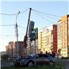 «Столб подрезал»: вСоветском районе ночной «гонщик» врезался всветофор (видео)