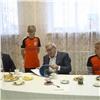 Футболисты «Тотема» подарили губернатору фотоальбом сосвоими автографами