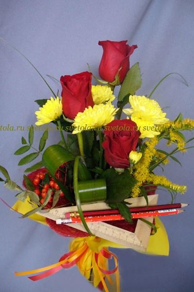 Маленький букет из роз на 1 сентября