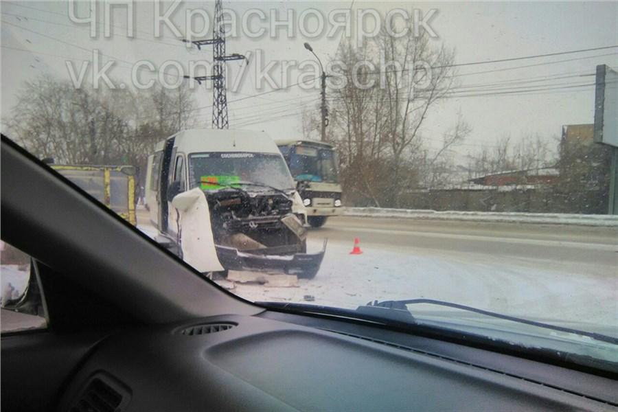 ВКрасноярске 5 пассажиров автобуса пострадали вДТП