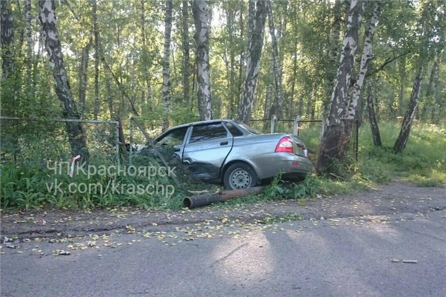 ВКрасноярске «Lada Priora» влетела вдерево: шофёр скончался вреанимации